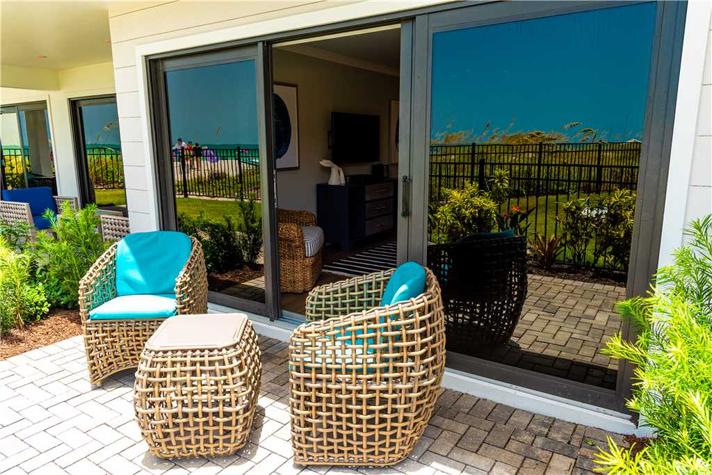 Exterior patio with two wicker chairs in Anna Maria Island