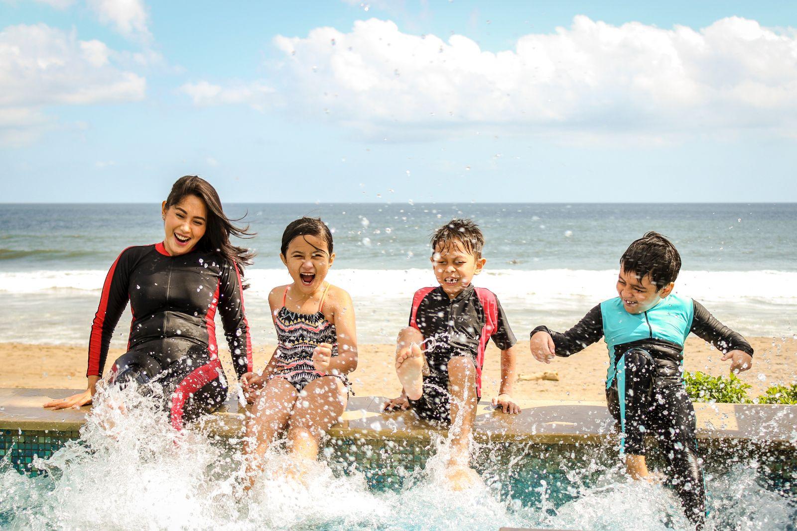 Kids splashing the pool at Anna Maria Island