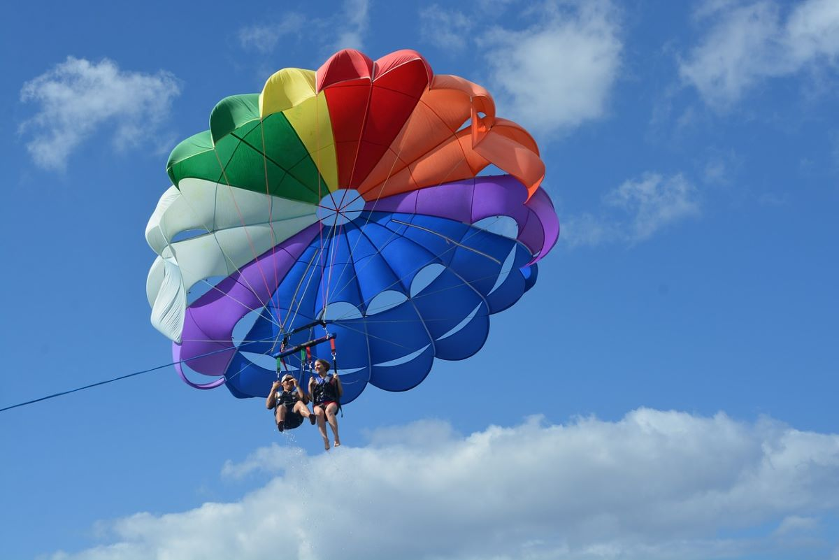parasail in the sky