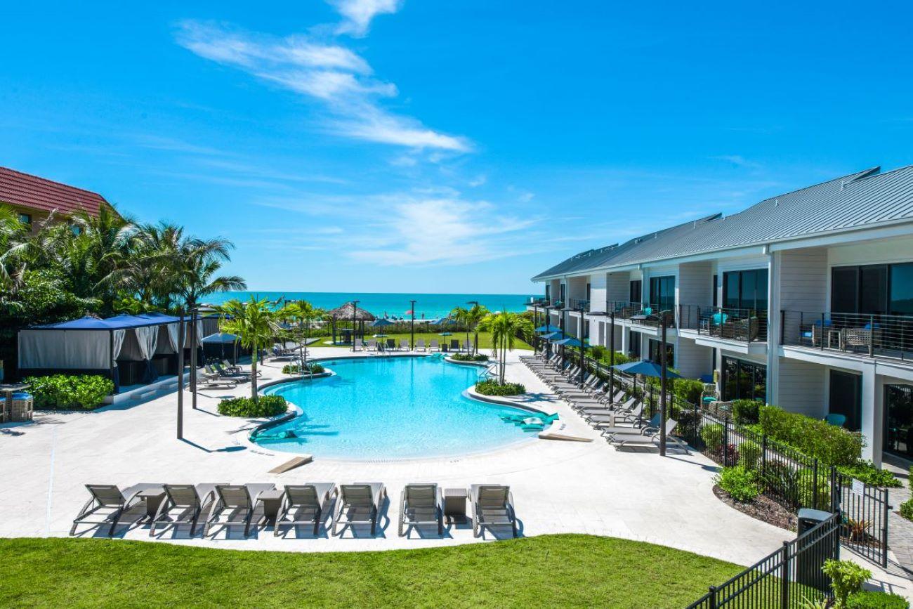 view of anna maria beach resort grounds